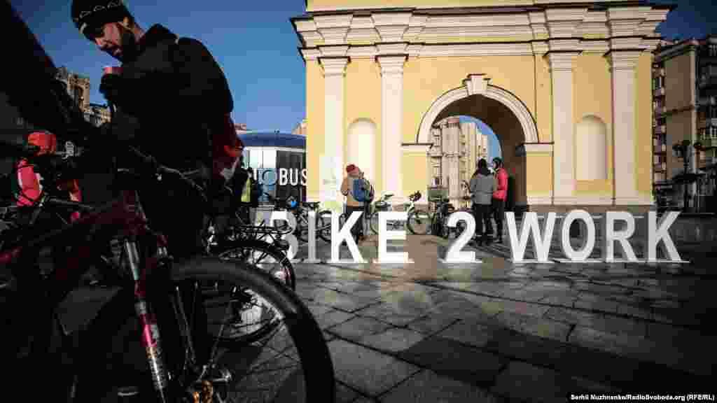 Зимовий день «Велосипедом на роботу» відбувається 8 лютого в усьому світі