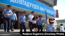 Раджана Дугарова во время акции протеста
