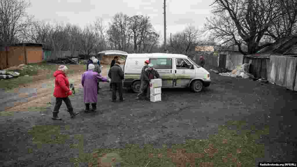 Зараз уВискривому проживають лише декілька людей. У селі відсутні магазин та медичний пункт, натомість зберігається постійна загроза обстрілів
