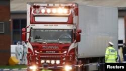 Фургон, в котором нашли тела 39 человек, пригород Лондона, графство Эссекс. 23 октября 2019 года.