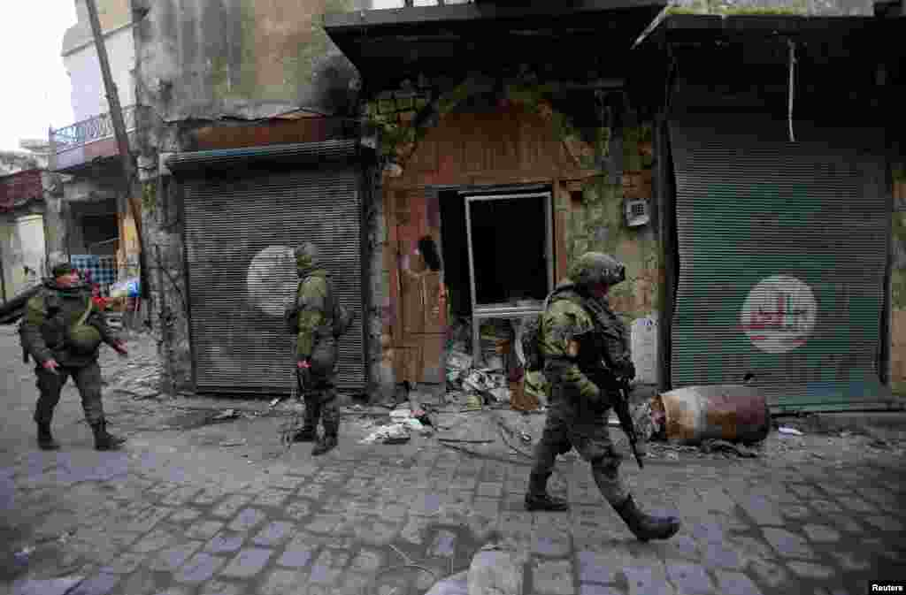Russian soldiers walk in the Old City of Aleppo, Syria. (Reuters/Ali Hashisho)