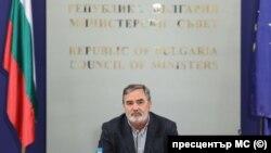 Главният държавен здравен инспектор д-р Ангел Кунчев предложи удължаването на епидемичната обстановка до 30 ноември. Министреският съвет одобри това предложение