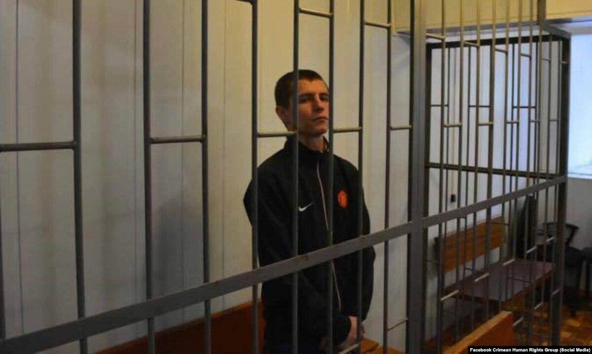 Заключенный в России євромайданівець жалуется на боли в животе – жена