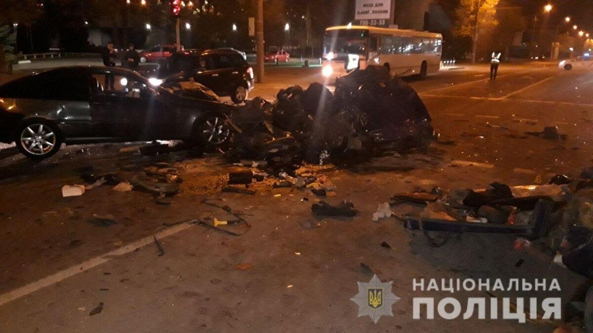 В Днепре в ДТП с участием трех авто погибли два человека