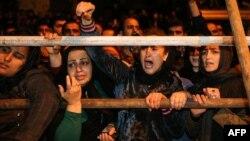 تماشاگران یکی از اعدامها در ملاء عام در ایران