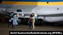 Серед 76 громадян України, які 29 грудня повернулися з полону – 12 військовослужбовців