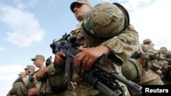 На днях, несмотря на скандал, в Центральную Африку отправился еще один взвод грузинских военных. Это, по мнению экспертов, говорит о признании международными структурами высокого профессионализма солдат и офицеров ВС Грузии