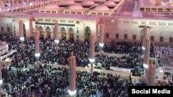 У мечети в Медине.