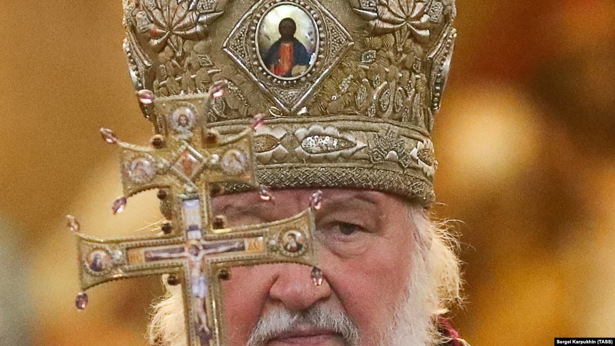 В России патриарх Кирилл предлагает включить Бога в конституцию
