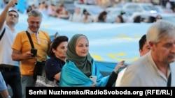 Qırımtatar bayraq kününde Kyivdeki avtoyürüş. 2019 senesi iyüniñ 26-sı