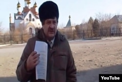Валерий Карпусевич Сәтпаев қаласында акция өткізіп тұр. 8 желтоқсан 2013 жыл.