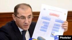 Armenia - Finance Minister Vartan Aramian speaks at a news conference in Yerevan, 25Sep2017.