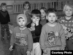 Народжаныя ў няволі. Фота з сайту Віктара Стралкоўскага http://svsphoto.com/turdet.php