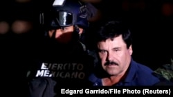 Մեքսիկա - Խոակին Էլ Չապոյին ուղեկցում են դատախազություն, արխիվ