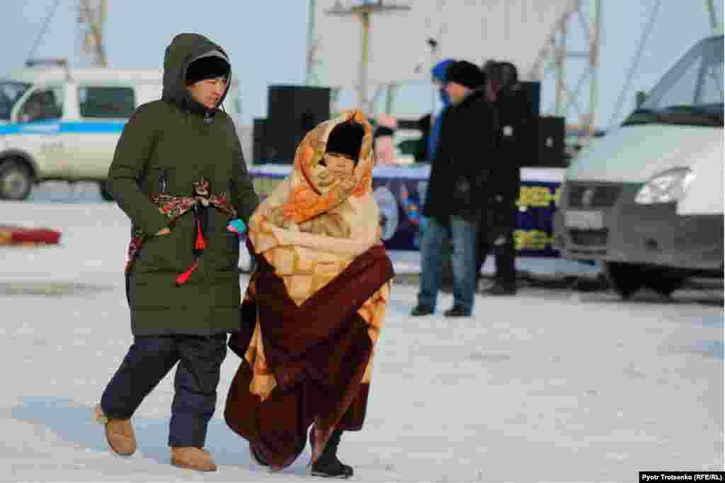 Февральская погода удивляла контрастами: в первый день соревнований было солнечно и морозно – минус 23, зато на второй день ощутимо потеплело, но поднялся ветер и повалил снег.