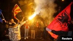 Përkrahësit e LSDM-së, duke festuar pas rezultateve të zgjedhjeve në Maqedoni