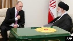 Ayatollah Ali Khamenei və Vladimir Putin