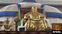 Ички Монголиядагы Чыңгыз хандын ордо-музейи. Кытай, 2009-жыл