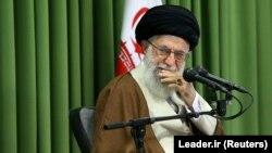 آیتالله خامنهای پیشتر گفته بود که اگر ایالات متحده برجام را «پاره» کند ما آن را آتش خواهیم زد.