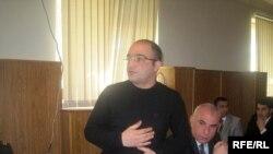 Эйнулла Фатуллаев в Гарадагском суде Баку