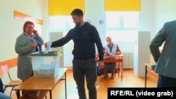 A voter casts his ballot in North Mitrovica on May 19.