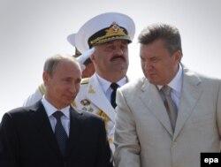 Владимир Путин, Юрий Ильин и Виктор Янукович, 28 июля 2013 года