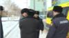 Задержание прохожего неподалеку от офиса президентской партии «Нур Отан». Астана, 27 февраля 2019 года.