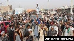 Акция протеста против авиаударов, предположительно ставших причиной гибели мирных граждан. Кундуз, 3 ноября 2016 года.