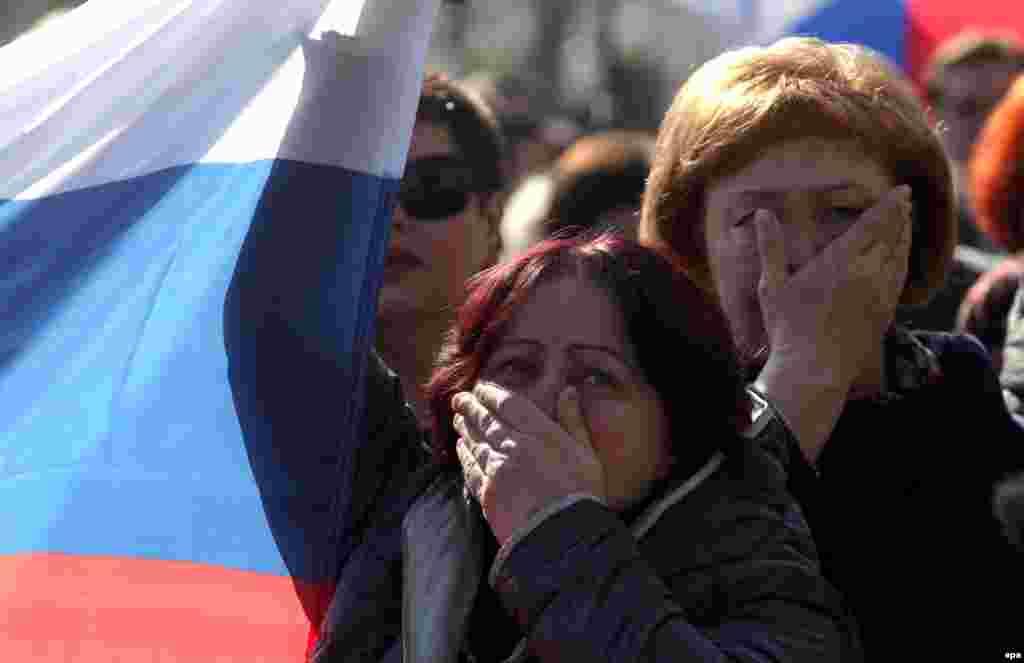 Жители Севастополя смотрят послание Владимира Путина Федеральному собранию России