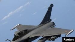 Французский военный самолет, участвующий в операции международных сил в Ливии