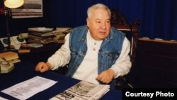 Марсель Сәлимҗанов эш кабинетында