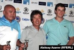 Игроки в гольф Нурлан Макулбеков (слева), Шим Чанг Соп, Пьер Релеком.