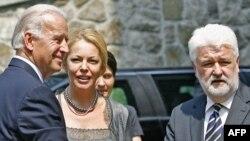 Сербия: Премьер-министр Мирко Цветкович АКШ вице-президенти Жо Байденди тосуп алууда. Белград, 20-май.
