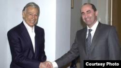 U.S.-Armenian billionaire Kirk Kerkorian (left) meets then-Armenian President Robert Kocharian in Yerevan in 1998.