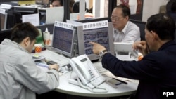 Вслед за рынком США на 2-3% снизились биржевые индексы в странах Азии