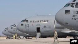 Самолеты ВВС США на базе Манас. Киргизия, 2012 год