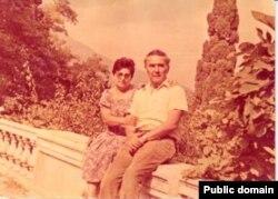 Сервер Омеров с супругой
