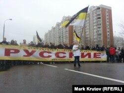 """Ребенок с флагом на """"Русском марше"""""""