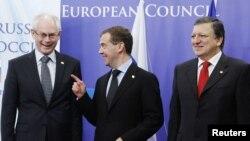Брюссель: глава Евросовета Херман Ван Ромпей, президент России Дмитрий Медведев и глава Еврокомиссии Жозе Мануэл Баррозу