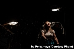 Ольга Добрина в роли дочери Геннадьича Светы. Света – тоже жертва в мире палачей.