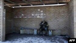 Ուկրաինացի զինվորը Արտյոմովսկ քաղաքում՝ Դեբալցևոն լքելուց հետո, 18-ը փետրվարի, 2015թ.