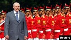 Аляксандар Лукашэнка па прыбыцьці ў Інданэзію