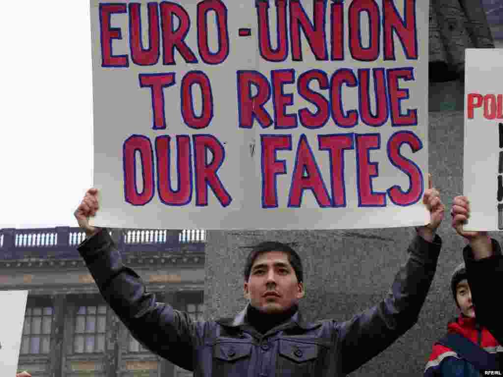 Казахские беженцы надеются на помощь Европейского союза - Казахские беженцы призвали Европейский союз вмешаться в их дела.