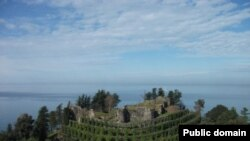 О том, что крепость Петра уже передана в руки частного инвестора за один лари, бывший управляющий Ираклий Чавлеишвили узнал совершенно случайно несколько дней назад