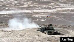 Təlimlərdə 80 tankdan istifadə edilib.