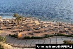 Пляж у Шарм-ель-Шейху неподалік від готелю журналістки