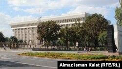 Здание администрации президента Кыргызстана.