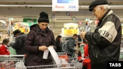 Declining consumer demand amid a VAT hike helped reduce Russian economic growth in the first quarter.
