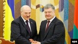 Александр Лукашенко и Петр Порошенко.