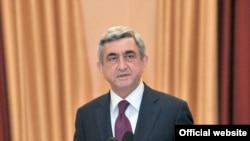 Սերժ Սարգսյանը ելույթ է ունենում Դոնի Ռոստովի հայ համայնքի հետ հանդիպմանը, 1-ը հունիսի, 2010թ., լուսանկարը` Հայաստանի նախագահի մամլո գրասենյակի
